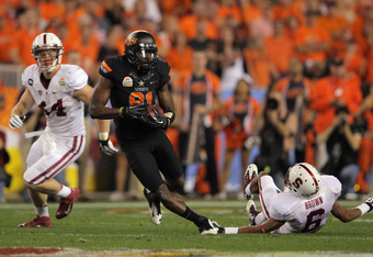 GLENDALE, AZ - JANUARY 02:  Justin Blackmon #81 of the Oklahoma State Cowboys catches a 67-yard touchdown reception in the second quarter against Chase Thomas #44 and Terrence Brown #6 of the Stanford Cardinal during the Tostitos Fiesta Bowl on January 2,