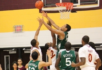 Gaels and Jaspers battle the boards (K.Kraetzer)