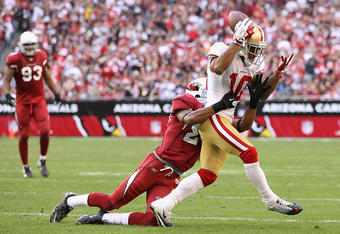 GLENDALE, AZ - DECEMBER 11:  Wide receiver Kyle Williams #10 of the San Francisco 49ers makes a one handed catch against the Arizona Cardinals during the NFL game at the University of Phoenix Stadium on December 11, 2011 in Glendale, Arizona.  The Cardina