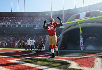 SAN FRANCISCO, CA - DECEMBER 04:  Patrick Willis #52 of the San Francisco 49ers runs on to the field for their game against the St. Louis Rams at Candlestick Park on December 4, 2011 in San Francisco, California.  (Photo by Ezra Shaw/Getty Images)