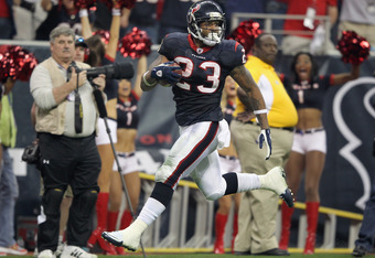 HOUSTON, TX - JANUARY 07:  Arian Foster #23 of the Houston Texans scores a 42-yard rushing touchdown in the fourth quarter against the Cincinnati Bengals during their 2012 AFC Wild Card Playoff game at Reliant Stadium on January 7, 2012 in Houston, Texas.