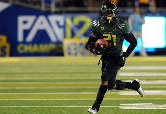 EUGENE, OR - DECEMBER 02 : Running back LaMichael James #21 of the Oregon Ducks breaks into the open in the first quarter of the Pac-12 Championship game against  the UCLA Bruins at Autzen Stadium on December 2, 2011 in Eugene, Oregon. (Photo by Steve Dyk