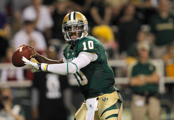 WACO, TX - NOVEMBER 19:  Robert Griffin III #10 of the Baylor Bears looks to pass during a game against the Oklahoma Sooners at Floyd Casey Stadium on November 19, 2011 in Waco, Texas. The Baylor Bears defeated the Oklahoma Sooners 45-38.  (Photo by Sarah