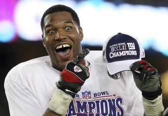 GLENDALE, AZ - FEBRUARY 03:  Defensive end Michael Strahan #92 of the New York Giants celebrates after defeating the New England Patriots 17-14 during Super Bowl XLII on February 3, 2008 at the University of Phoenix Stadium in Glendale, Arizona.  (Photo b
