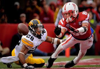 LINCOLN, NE - NOVEMBER 25: Wide receiver Kenny Bell #80 of the Nebraska Cornhuskers just misses a touchdown reception in front of defensive back Shaun Prater #28 of the Iowa Hawkeyes during their game at Memorial Stadium November 25, 2011 in Lincoln, Nebr
