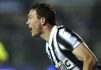 BERGAMO, ITALY - JANUARY 21:  Stephan Lichtsteiner of Juventus FC celebrates after scoring the opening goal during the Serie A match between Atalanta BC and Juventus FC at Stadio Atleti Azzurri d'Italia on January 21, 2012 in Bergamo, Italy.  (Photo by Ma