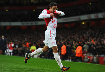 LONDON, ENGLAND - JANUARY 22:  Robin van Persie of Arsenal celebrates as he scores their first goal during the Barclays Premier League match between Arsenal and Manchester United at Emirates Stadium on January 22, 2012 in London, England.  (Photo by Mike