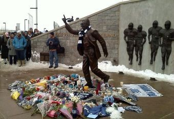 Student support at Joe Pa's Statue. We all love you. Thank you for everything.