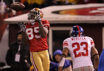 SAN FRANCISCO, CA - JANUARY 22:  Vernon Davis #85 of the San Francisco 49ers catches a 28-yard touchdown pass in the third quarter against Corey Webster #23 of the New York Giants during the NFC Championship Game at Candlestick Park on January 22, 2012 in