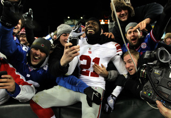 GREEN BAY, WI - JANUARY 15:   Kenny Phillips #21 of the New York Giants celebrates with fans after a touchdown against the Green Bay Packers during their NFC Divisional playoff game at Lambeau Field on January 15, 2012 in Green Bay, Wisconsin.  (Photo by