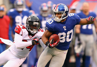 EAST RUTHERFORD, NJ - JANUARY 08:  Victor Cruz #80 of the New York Giants makes a first down reception in the second half against Dominique Franks #24 of the Atlanta Falcons during their NFC Wild Card Playoff game at MetLife Stadium on January 8, 2012 in