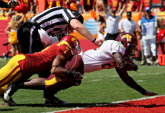 LOS ANGELES - SEPTEMBER 3:  Duane Bennett #22 of the Minnesota Golden Gophers dives in for a touchdown past a referee and safety T.J. McDonald #7 of the USC Trojans in the third quarter at the Los Angeles Memorial Coliseum on September 3, 2011 in Los Ange