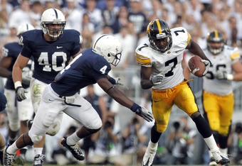 STATE COLLEGE, PA - OCTOBER 8:  Marvin McNutt #7 of the Iowa Hawkeyes runs after the catch against the Penn State Nittany Lions during the game on October 8, 2011 at Beaver Stadium in State College, Pennsylvania.  The Nittany Lions defeated the Hawkeyes 1