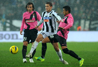 TURIN, ITALY - JANUARY 28:  Arturo Vidal (R) of Juventus FC competes with Almen Abdi (C) of Udinese Calcio during the Serie A match between Juventus FC and Udinese Calcio at Juventus Arena on January 28, 2012 in Turin, Italy.  (Photo by Valerio Pennicino/