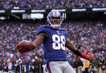EAST RUTHERFORD, NJ - JANUARY 08:  Hakeem Nicks #88 of the New York Giants celebrates afer he scored on a 72-yard touchdown reception in the third quarter against the Atlanta Falcons during their NFC Wild Card Playoff game at MetLife Stadium on January 8,