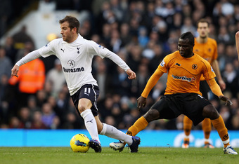 LONDON, ENGLAND - JANUARY 14: Rafael Van Der Vaart of Spurs goes past the challenge from Emmanuel Frimpong of Wolves during the Barclays Premier League match between Tottenham Hotspur and Wolverhampton Wanderers at White Hart Lane on January 14, 2012 in L