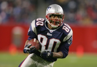 FOXBORO, MA - NOVEMBER 14:  Wide receiver Troy Brown #80 of the New England Patriots carries the ball against the Buffalo Bills during the game at Gillette Stadium on November 14, 2004 in Foxboro, Massachusetts. The Patriots defeated the Bills 29-6.  (Pho