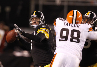 CLEVELAND, OH - JANUARY 01: Quarterback Ben Roethlisberger #7 of the Pittsburgh Steelers throws to a receiver as Ramon Foster #73 blocks defensive lineman Phil Taylor #98 of the Cleveland Browns at Cleveland Browns Stadium on January 1, 2012 in Cleveland,