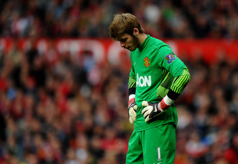 MANCHESTER, ENGLAND - OCTOBER 23:  David de Gea of Manchester United looks dejected during the Barclays Premier League match between Manchester United and Manchester City at Old Trafford on October 23, 2011 in Manchester, England.  (Photo by Laurence Grif