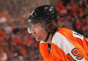 PHILADELPHIA, PA - JANUARY 07: Scott Hartnell #19 of the Philadelphia Flyers against the Ottawa Senators at Wells Fargo Center on January 7, 2012 in Philadelphia, Pennsylvania.  (Photo by Nick Laham/Getty Images)