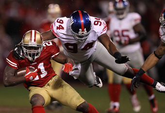 SAN FRANCISCO, CA - JANUARY 22: Frank Gore #21 of the San Francisco 49ers runs the ball against Mathias Kiwanuka #94 of the New York Giants during the second half of the NFC Championship Game at Candlestick Park on January 22, 2012 in San Francisco, Calif
