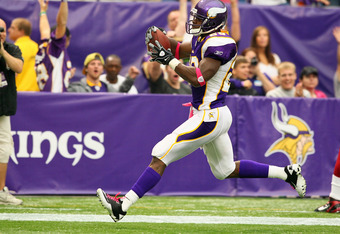 MINNEAPOLIS, MN - OCTOBER 9:  Adrian Peterson #28 of the Minnesota Vikings scores a touchdown against the Arizona Cardinals at the Hubert H. Humphrey Metrodome on October 9, 2011 in Minneapolis, Minnesota.  (Photo by Adam Bettcher /Getty Images)