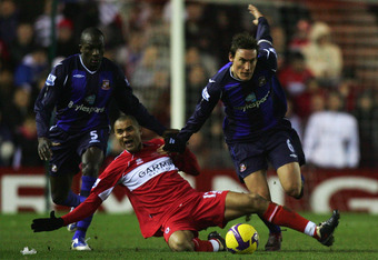 MIDDLESBROUGH, UNITED KINGDOM - JANUARY 10:  Dean Whitehead of Sunderland holds off Afonso Alves of Middlesbrough during the Barclays Premier League match between Middlesbrough and Sunderland at the Riverside Stadium on January 10, 2009 in Middlesbrough,
