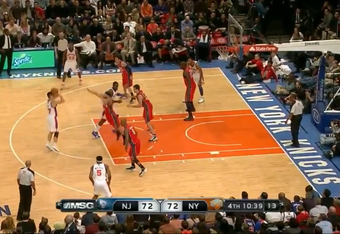 With Williams out of range, Lin pops up for the jumper and nails it.