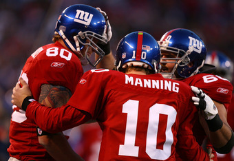 EAST RUTHERFORD, NJ - NOVEMBER 11:  Jeremy Shockey #80 of the New York Giants celebrates his touchdown with Eli Manning #10 and Shaun O'Hara #60 against the Dallas Cowboys during the first quarter of their game at Giants Stadium November 11, 2007 in East