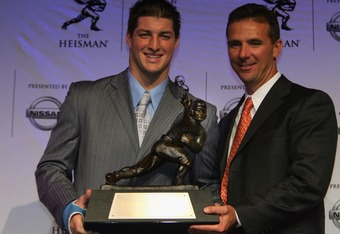 Tim Tebow shows off his 2007 Heisman Trophy