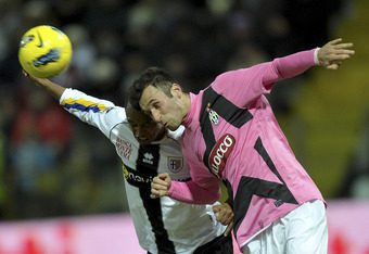 PARMA, ITALY - FEBRUARY 15:  Fabiano Santacroce (L) of Parma competes with Mirko Vucinic of Juventus during the Serie A match between Parma FC and Juventus FC at Stadio Ennio Tardini on February 15, 2012 in Parma, Italy.  (Photo by Dino Panato/Getty Image