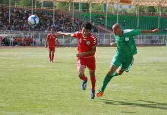 Palestinian striker Murad Alyan scores a goal via header.