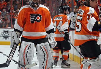 PHILADELPHIA, PA - FEBRUARY 18: Goaltender Sergei Bobrovsky #35 of the Philadelphia Flyers replaces Ilya Bryzgalov #30 during the second period at the Wells Fargo Center on February 18, 2012 in Philadelphia, Pennsylvania.  (Photo by Bruce Bennett/Getty Im