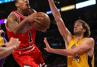 LOS ANGELES, CA - NOVEMBER 18: Derrick Rose #1 of the Chicago Bulls shoots over Pau Gasol #16 of the Los Angeles Lakers at Staples Center November 18, 2008 in Los Angeles, California.  The Lakers won 116-109.    NOTE TO USER: User expressly acknowledges a