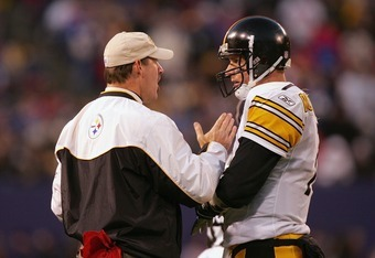 EAST RUTHERFORD, NJ - DECEMBER 18:  Head coach Bill Cowher and Ben Roethlisberger #7 of the Pittsburgh Steelers talk during the game against the New York Giants at Giants Stadium on December 18, 2004 in East Rutherford, New Jersey. The Steelers won 33-30.