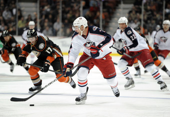 ANAHEIM, CA - FEBRUARY 03:  Jeff Carter #7 of the Columbus Blue Jackets breaks in against the Anaheim Ducks at Honda Center on February 3, 2012 in Anaheim, California.  (Photo by Harry How/Getty Images)