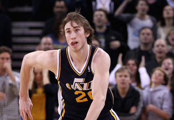 OAKLAND, CA - JANUARY 07:  Gordon Hayward #20 of the Utah Jazz in action against the Golden State Warriors at Oracle Arena on January 7, 2012 in Oakland, California.  NOTE TO USER: User expressly acknowledges and agrees that, by downloading and or using t