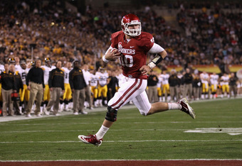 TEMPE, AZ - DECEMBER 30:  Quarterback Blake Bell #10 of the Oklahoma Sooners scores on a 4 yard rushing touchdown against the Iowa Hawkeyes during the second quarter of the Insight Bowl at Sun Devil Stadium on December 30, 2011 in Tempe, Arizona.   The So