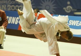 Sexiyama is a judo tossing dog