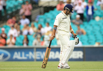 SYDNEY, AUSTRALIA - JANUARY 06:  Sachin Tendulkar of India cover leaves the field after being dismissed during day four of the Second Test Match between Australia and India at Sydney Cricket Ground on January 6, 2012 in Sydney, Australia.  (Photo by Hamis