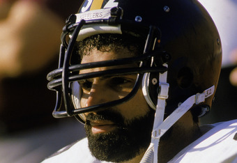 1983:  Franco Harris #32 of the Pittsburgh Steelers sits on the sideline during a 1983 NFL season game.  (Photo by Rick Stewart/Getty Images)