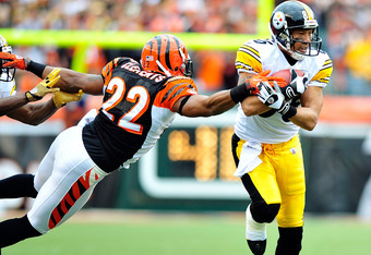 CINCINNATI, OH - NOVEMBER 13:  Nate Clements #22 of the Cincinnati Bengals dives to stop Hines Ward #86 of the Pittsburgh Steelers during play at Paul Brown Stadium on November 13, 2011 in Cincinnati, Ohio.  (Photo by Grant Halverson/Getty Images)