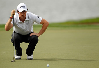 PALM BEACH GARDENS, FL - MARCH 01:  Rory McIlroy of Northern Ireland lines up a putt on the 17th hole during the first round of the Honda Classic at PGA National on March 1, 2012 in Palm Beach Gardens, Florida.  (Photo by Mike Ehrmann/Getty Images)
