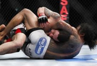 Frankie Edgar would escape from this tight submission attempt.