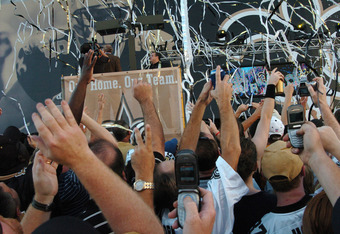 The crowd goes wild as the banner drops outside the Louisana Superdome before the ESPN Monday Night Football  game September 25, 2006 in New Orleans.  (Photo by Al Messerschmidt/Getty Images)