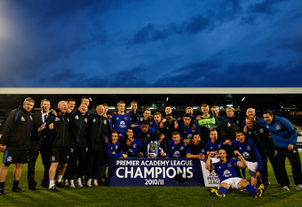 LONDON, ENGLAND - MAY 13:  Everton players celebrate victory with the trophy after the Premier Academy League Final match between Fulham and Everton at Craven Cottage on May 13, 2011 in London, England.  (Photo by Dan Istitene/Getty Images)