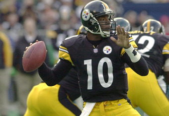 12 Nov 2000:  Kordell Stewart #10 of the Pittsburgh Steelers delivers a pass as the Philadelphia Eagles defeated the Pittsburgh Steelers 26-23 in overtime at Three Rivers Stadium in Pittsburgh, Pennsylvania. <<DIGITAL IMAGE>> Mandatory Credit: Doug Pensin