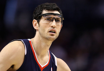 PHOENIX, AZ - FEBRUARY 15:  Kirk Hinrich #6 of the Atlanta Hawks in action during the NBA game against the Phoenix Suns at US Airways Center on February 15, 2012 in Phoenix, Arizona. The Hawks defeated the Suns 101-99. NOTE TO USER: User expressly acknowl