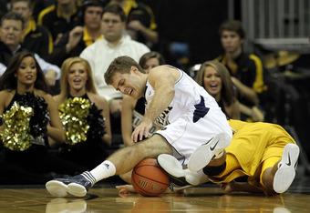 KANSAS CITY, MO - NOVEMBER 21:  Tim Abramaitis #21 of the Notre Dame Fighting Irish scrambles against Matt Pressey #3 of the Missouri Tigers for a loose ball during the Progressive CBE Classic game on November 21, 2011 at the Sprint Center in Kansas City,
