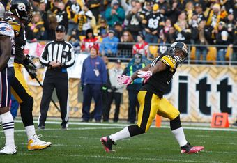 PITTSBURGH, PA - OCTOBER 30:  Mewelde Moore #21 of the Pittsburgh Steelers celebrates after scoring a touchdown against the New England Patriots during the game on October 30, 2011 at Heinz Field in Pittsburgh, Pennsylvania.  (Photo by Jared Wickerham/Get